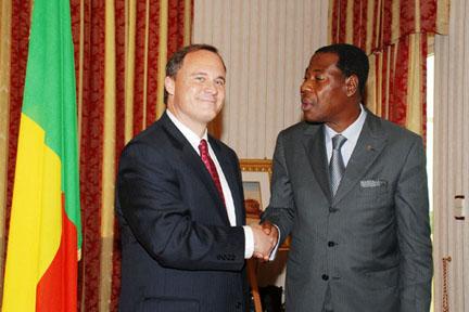 Michael Raynor '84 and President Thomas Boni Yayi