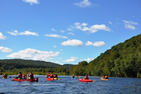 The class paddles down the Delaware River.