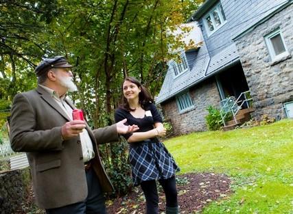 David Donofrio '63 speaks with McKelvy Scholar Heather Hughes '15 on the McKelvy grounds.