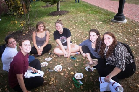 Students enjoy a dessert social in Anderson Courtyard.