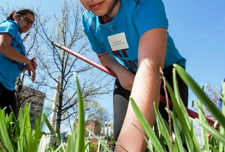 Natalia Nevarez '17 gets her hands dirty cleaning up Centre Square in Easton.