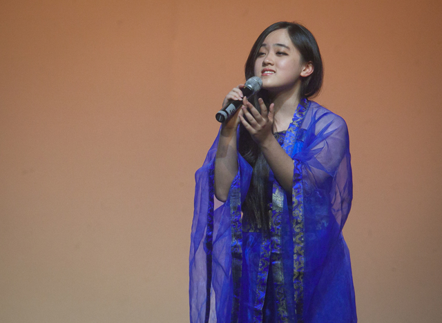 Wenjing Ma '18 sings a song