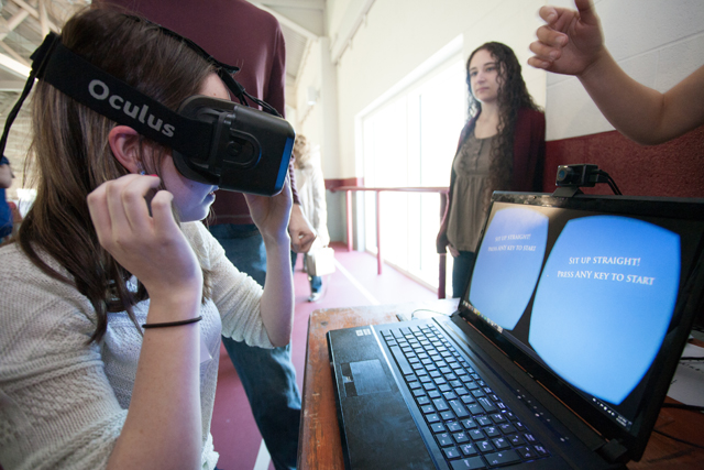 A prospective student gets to try out the Oculus Rift virtual reality googles during the activities fair. Photo by Clay Wegrzynowicz '18