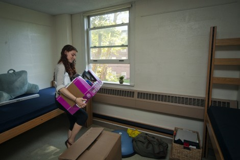 Danielle Kats '19 moves in to Ruef Hall.