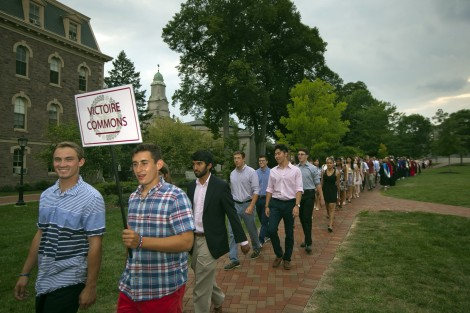 Students from Victoire commons make their way through the Quad.