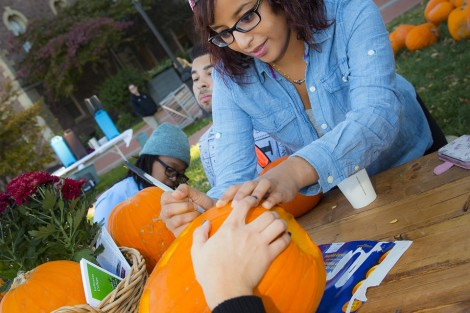 Nada Fadl '18 marks up her pumpkin.