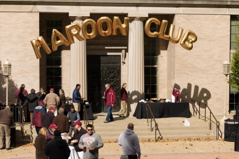 The Maroon Club Picnic at Alumni Memorial Plaza, photo by Clay Wegrzynowicz '18