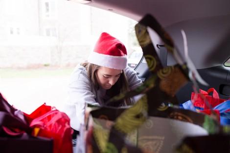 Kelly Carpency '16 loads up a van.