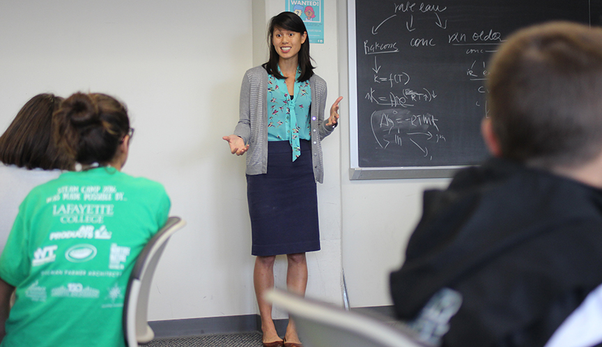 Lindsay Soh teaches middle school students.