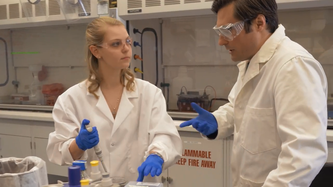 Andrea Killian '19 and Justin Hines in the lab