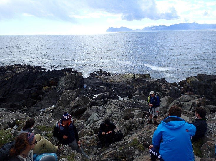 The class listens to a lecture at Eystrahorn, Iceland