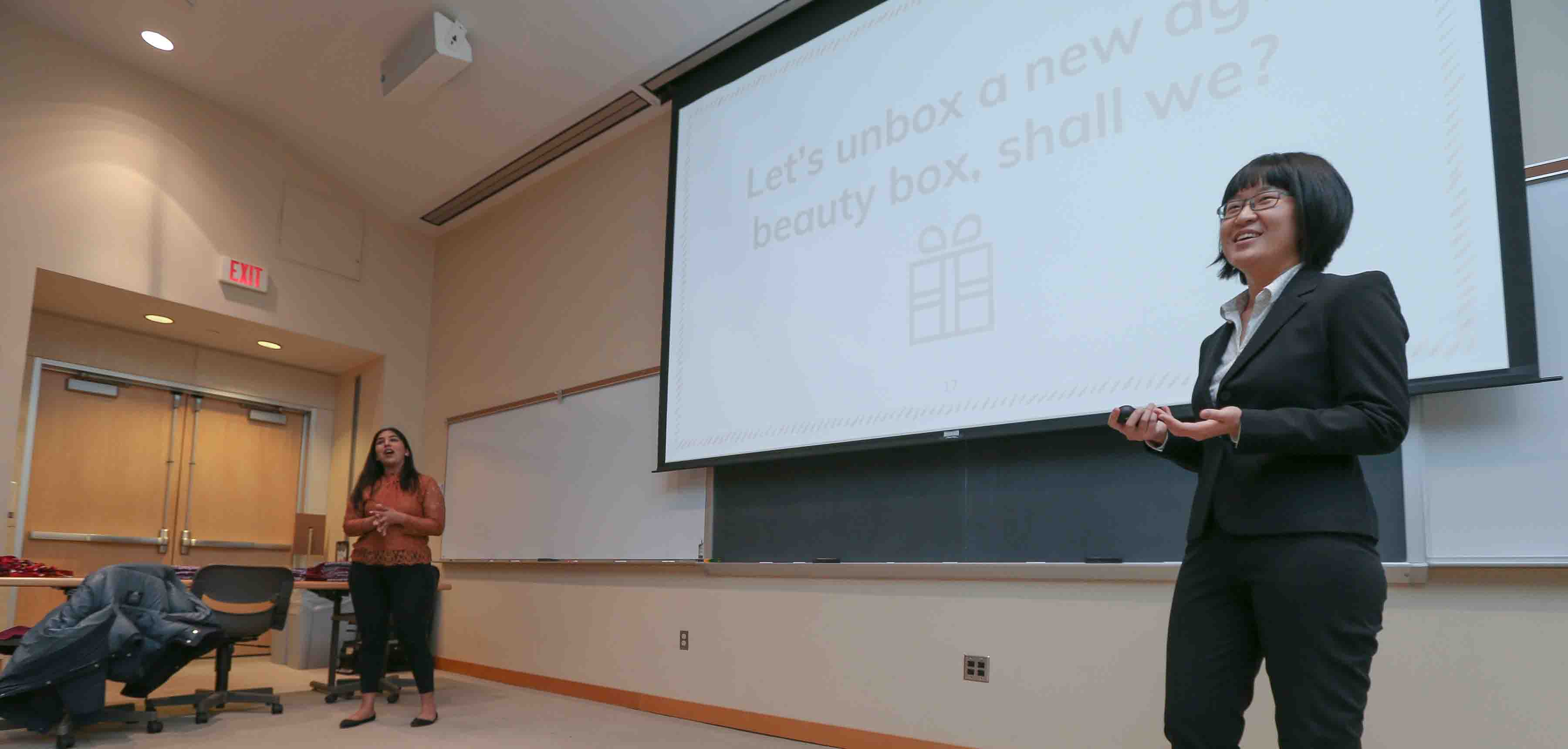 Rukhmitha Shridhar '18 and Danhui Zhang '18 present their business plan.
