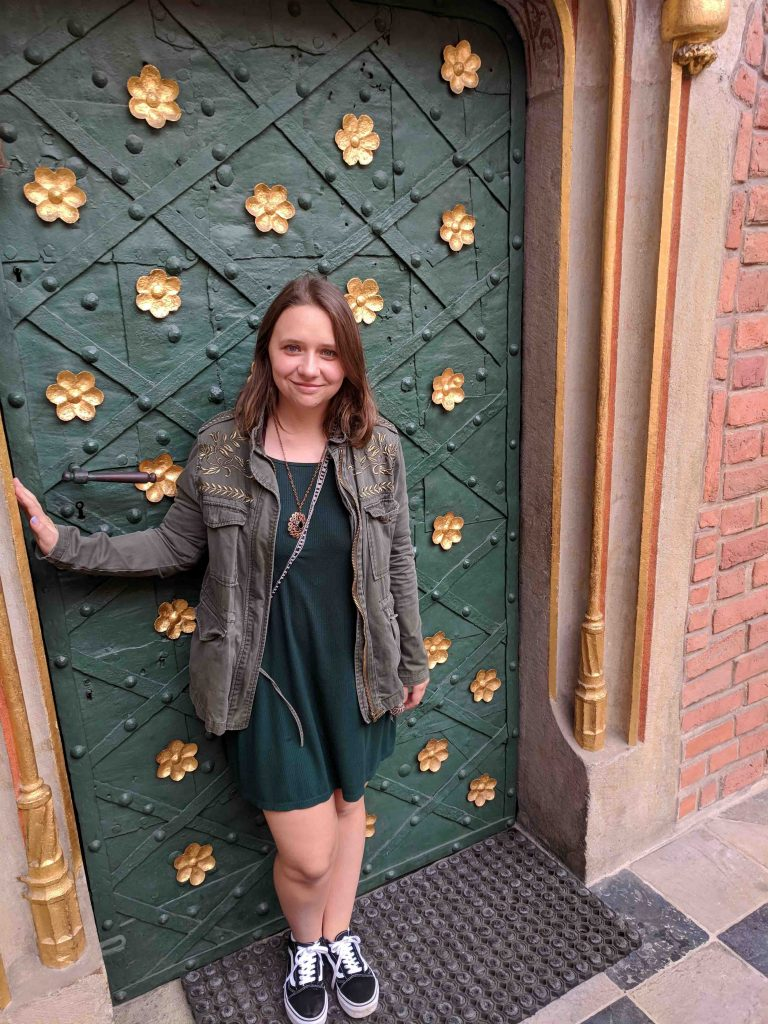 Alex Barton '18 stands in a doorway in Colombia.