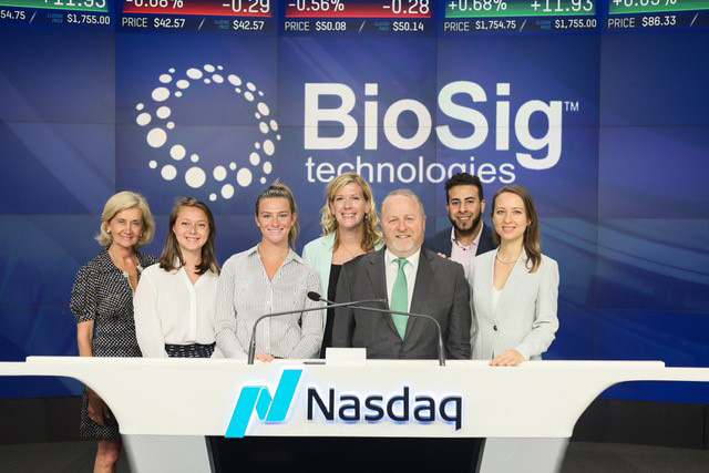 Standing at Nasdaq are interns Jacqueline Sophia Giovanelli '20, Emma Bodner '20 (economics), and Alaa Aga '18 along with BioSig Technologies CEO Ken Londoner '89, Janice Egan (Division of Development and College Relations), and rin Evans (Office of Career Services).