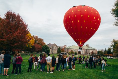 A hot air balloon above the Quad to promote the One Pard initiative