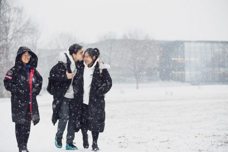students kiss in the snow