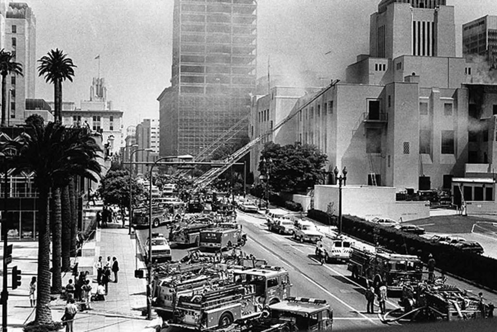 Firefighters spray water on the L.A. Library during the 1986 fire.