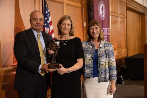Robert Sell '84 and President Alison Byerly (right) present the Marquis statue to Pam Kolb P'02, daughter of Societe' inductees Robert H. Britton '44 and Helen Christensen Britton GP'02.