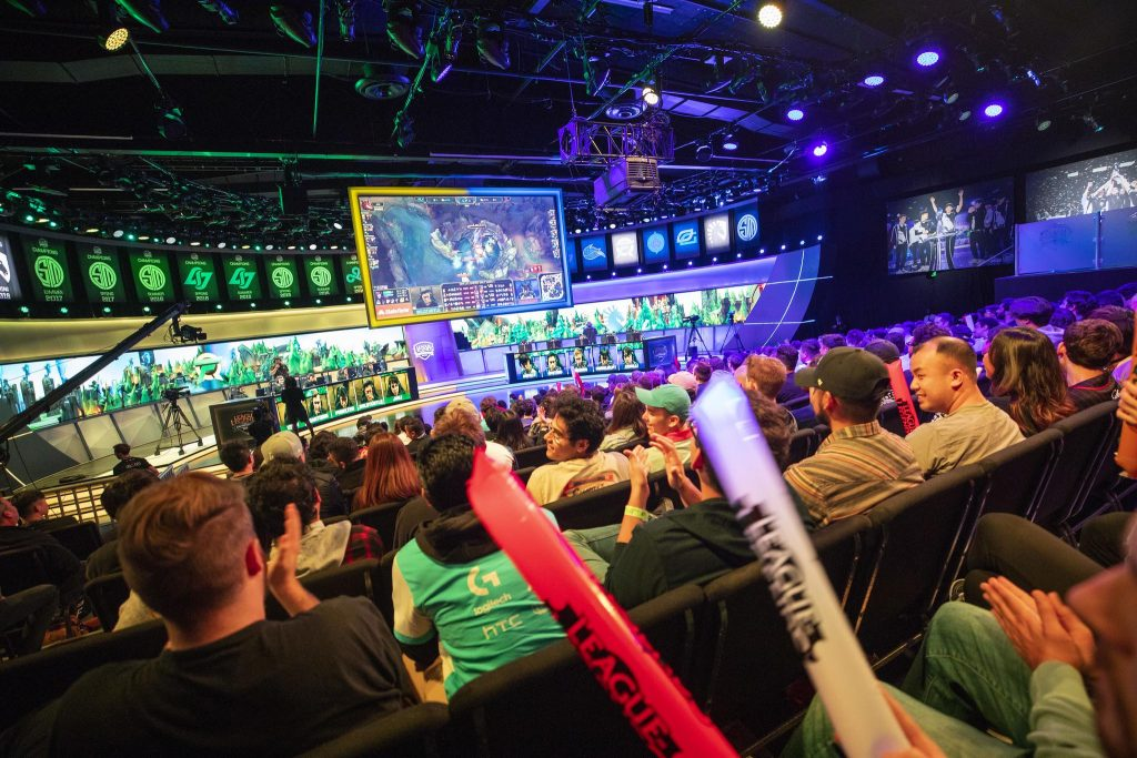 FANS ENJOYING AN LCS MATCH FEATURING TEAMS COUNTER LOGIC GAMING AND TEAM LIQUID. IMAGE VIA RIOT GAMES