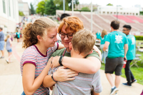 a student hugs their siblings at move in day