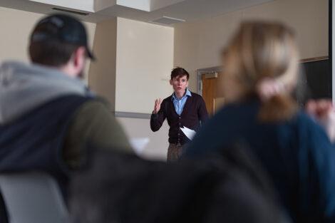 Professor talks to students