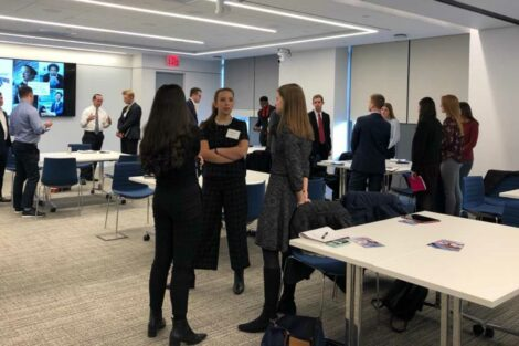 Students network with alumni