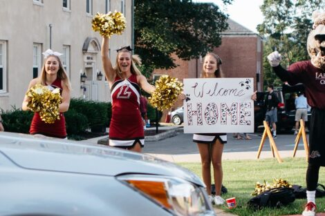 cheerleaders and the Leopard greet students at move-in