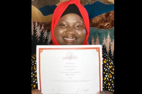 Fatimata Cham holds certificate