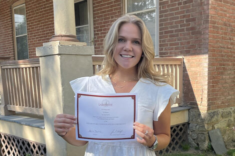 Macquarie Simon holds certificate