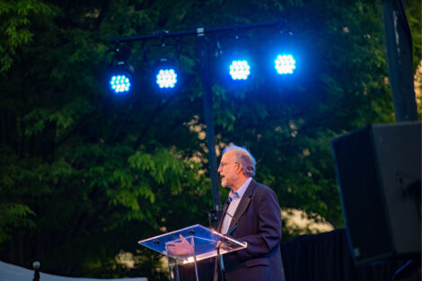 Jerry Greenfield speaks at a podium.