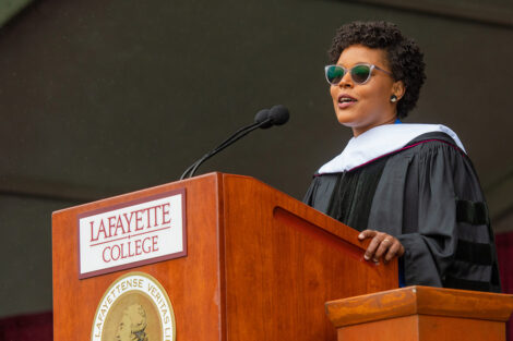 Yolanda Wisher delivers Commencement speech