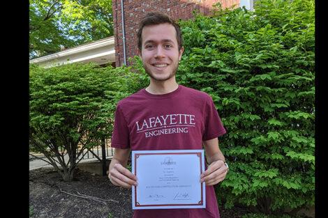 Zev Granowitz holds certificate