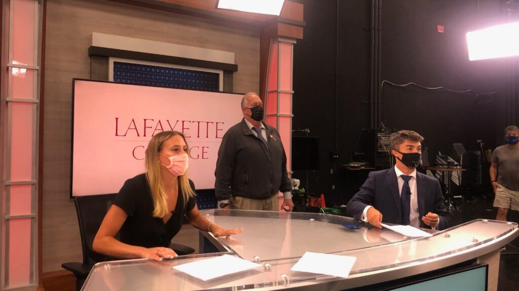Jim Deegan (center), vice president, news at PBS39, works with Lafayette Lens hosts Callie Wortmann '22 and Taylor Madeiros '21