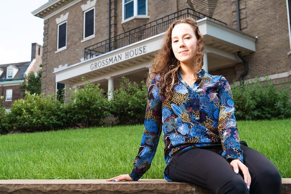 Milena Berestko in front of the Grossman House.