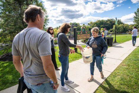 Volunteers, including President Nicole Farmer Hurd and Bill Hurd, prepare to volunteer at Riverside Park.